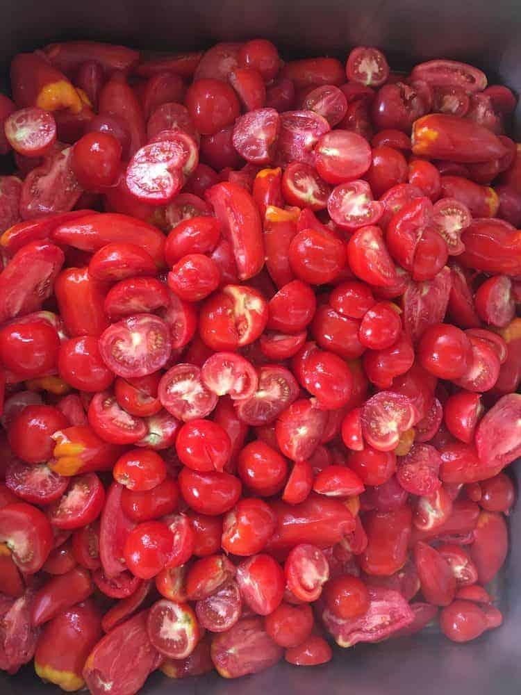 Halbierte Tomaten